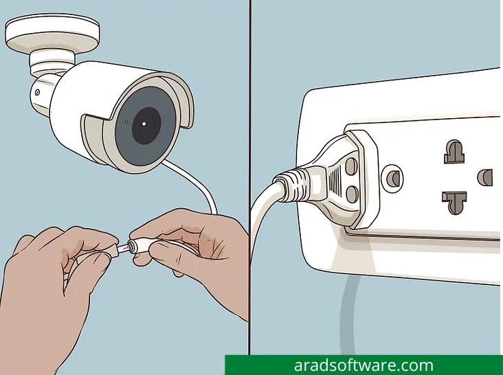 دوربین خود را به منبع تغذیه وصل کنید.